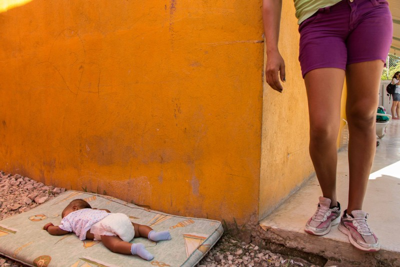 A mother looks on as her baby sleeps at Albergue La 72 in Tenosique, Tabasco. Photo by Gabriela Bortolamedi.