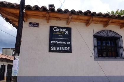 Century 21 real estate sign in San Cristóbal de las Casas. Photo by Diana Taylor.