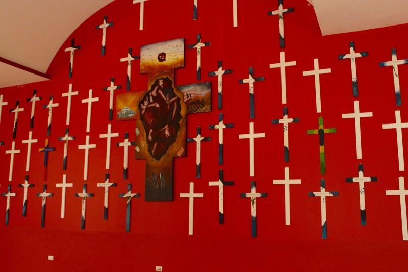72 crosses commemorating the murdered migrants after which 'La 72' is named. 'La 72: Hogar – Refugio Para Personas Migrantes.' Tenosique, Tabasco, México. Photo by Rachel Russell.